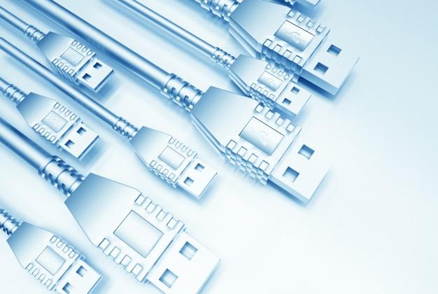 صورة لمجموعة من كابلات USB