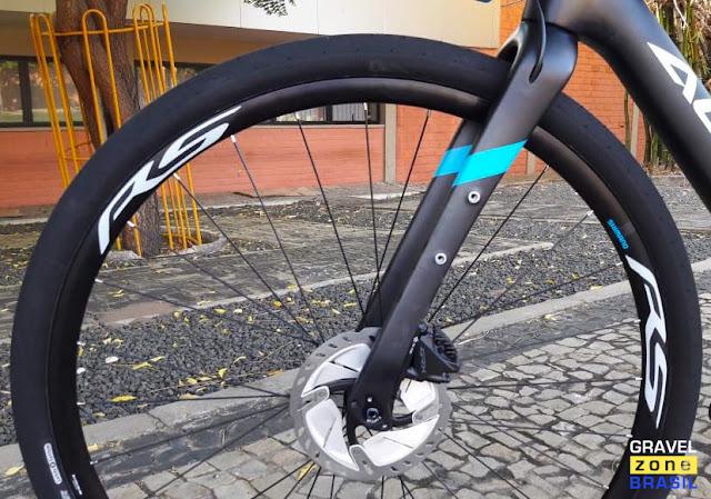 Audax Bike Pampero Gravel Carbon garfo de carbono com freios Shimano GRX e rotores Ultegra