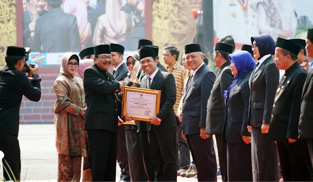 Bupati raih penghargaan dari gubernur