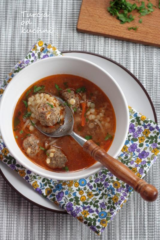 Zupa z kotlecikami kofte