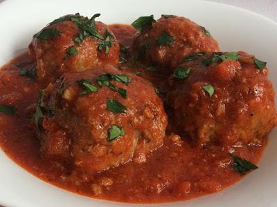 Klopsiki w sosie z pomidorów