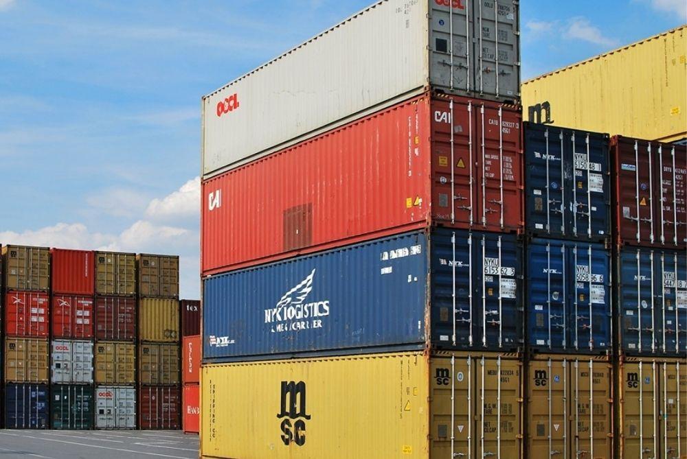 Porto espanhol bloqueia 60 contêineres de frutas da América Latina