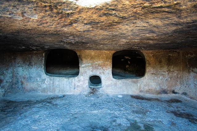 Necropoli di Montessu-Tomba a sepolcro