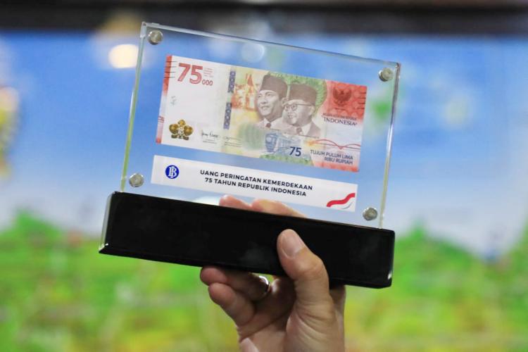 Ganjar Jadi Orang Jateng Pertama Miliki Uang Peringatan Kemerdekaan RI ke-75