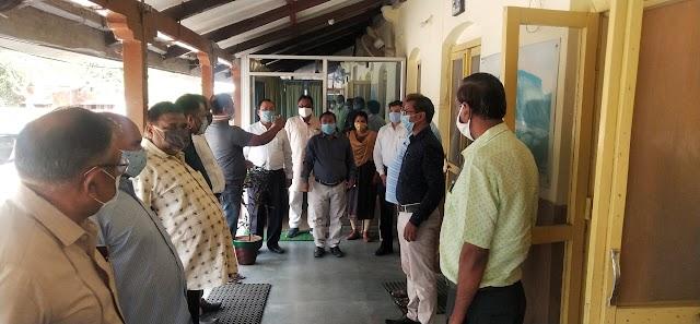 ब्रेकिंग पत्रवार्ता : जशपुर जिले में दुकानों के खुलने बंद होने के समय में परिवर्तन के संकेत,कलेक्टर ने व्यापारियों के साथ बैठक में कही ये बात......?