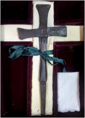 Ο σιδερένιος σταυρός του Αγίου Κοσμά στο χωριό Άγιος Κοσμάς Γρεβενών http://leipsanothiki.blogspot.be/