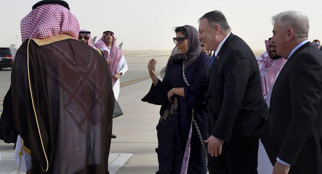 بومبيو يتفقد القوات الأمريكية خلال زيارته إلى السعودية