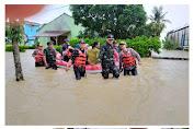 Banjir Cilamaya Meluas, Dandim 0604/Karawang Ikut Bantu Evakuasi Sampai Petang