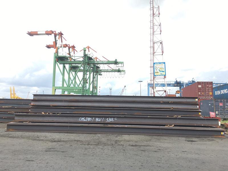 Lô thép hình H350-400 mới về cập cảng TPHCM