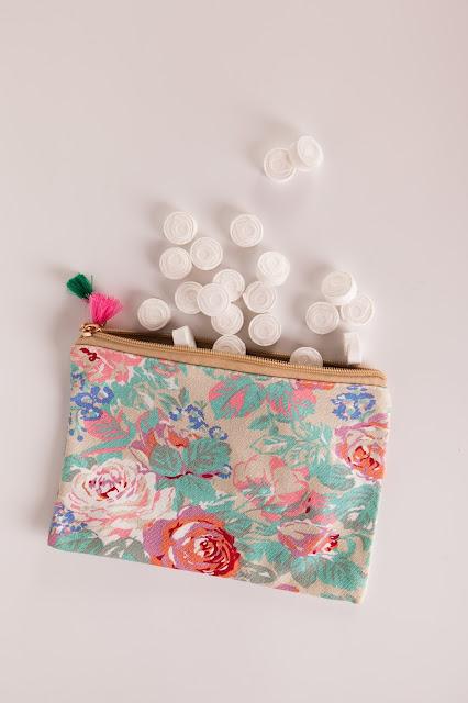 neceser-de-flores-con-toallitas-comprimidas-naps