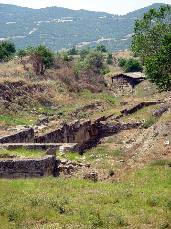 https://1.bp.blogspot.com/-k4sjT6hEUiA/WD3Bozg_6mI/AAAAAAAACp4/YzUCdkSrgzc4vNfYT_fTbM56CK6XxbABQCLcB/s1600/Amphipolis_fortifications.jpg