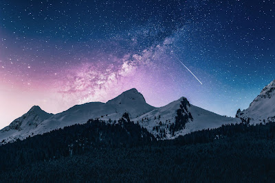 Mountains under starry sky - Photo by Benjamin Voros on Unsplash.com