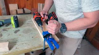 Perforación agujeros en piezas laterales