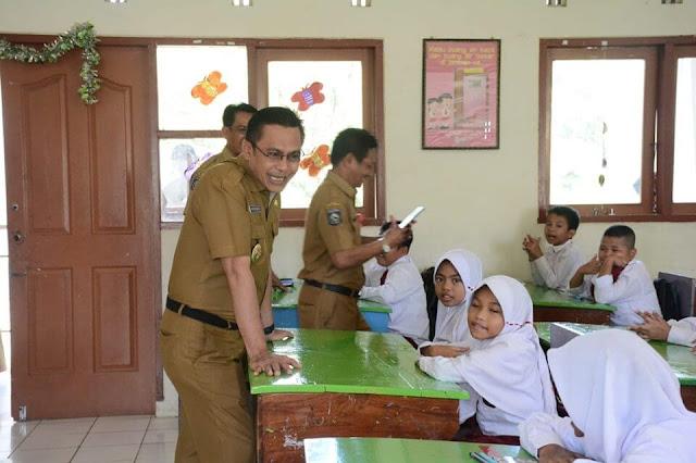 wakil_walikota_tinjau_hari_pertama_sekolah