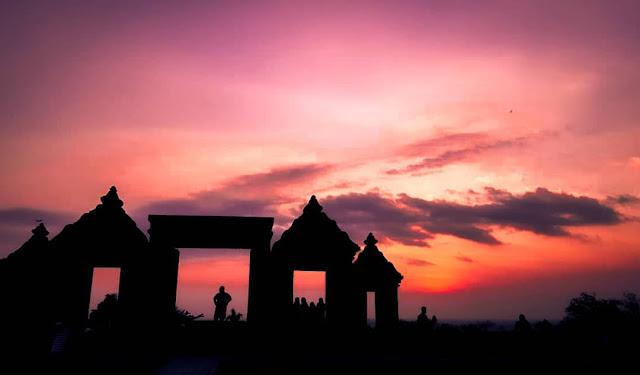 Candi Ratu Boko Tempat Menikmati Sunset