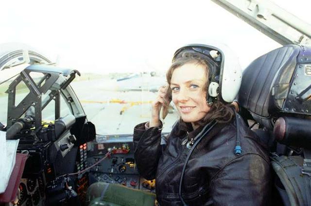 पायलट बनने के लिए क्या होती है योग्यता और कितनी मिलती है सैलरी, जानिए विस्तार से