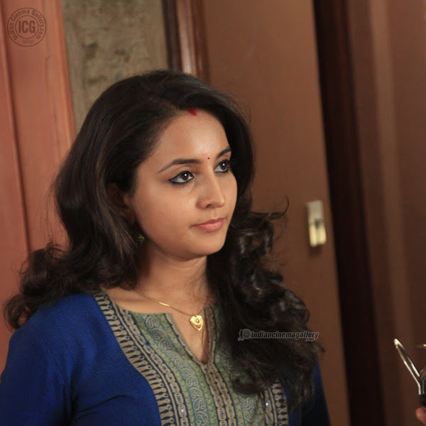 Bhama hot photos in churidar from Naku Penda Naku Taka Malayalam movie
