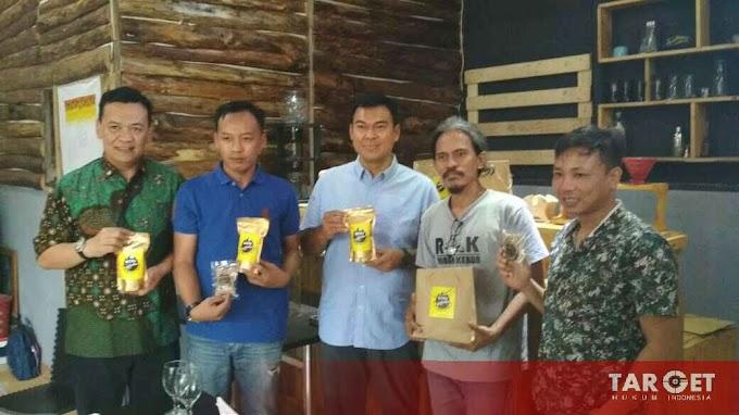 Rycko Menoza Cicipi Cita Rasa Kopi Krakatau Lampung