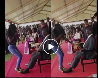 VIDEO: Uganda vice president offers female singer brown envelope after twisting her waist for him