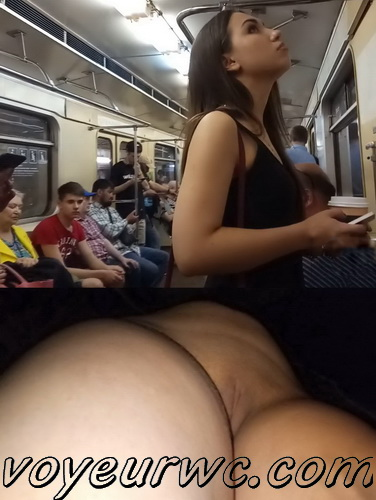 Upskirts 3947-3958  (Secretly taking an upskirt video of beautiful women on escalator)