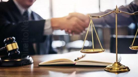 oab suspende advogado captacao publicidade irregulares