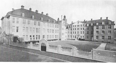 St. Ignatius College, vlak na de bouw