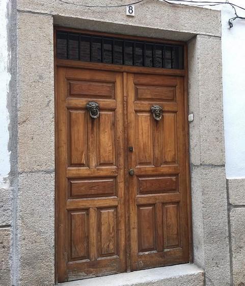 puertas-de-madera-modernas-para-entrada-principal