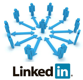 There are two main approaches people have when connecting with others on LinkedIn.