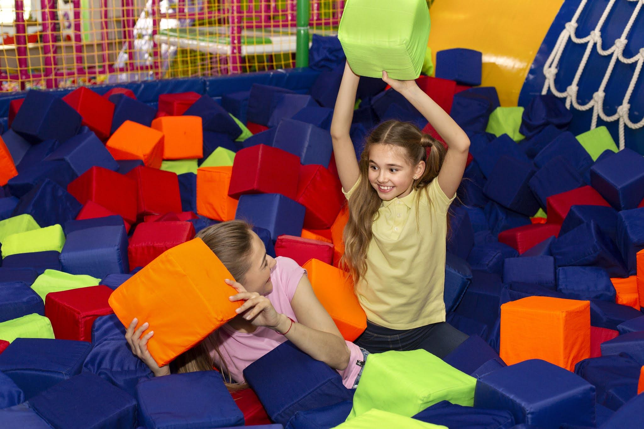 مفاجآت صيف دبي تقدم أنشطة متنوعة من الفعاليات الترفيهية للأطفال