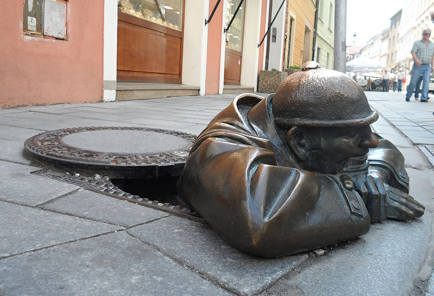 42 Of The Most Beautiful Sculptures In The World - Man At Work, Bratislava, Slovakia