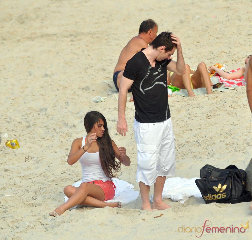 صور ليونيل ميسي وصديقته جديدة 2011 الحرفيين