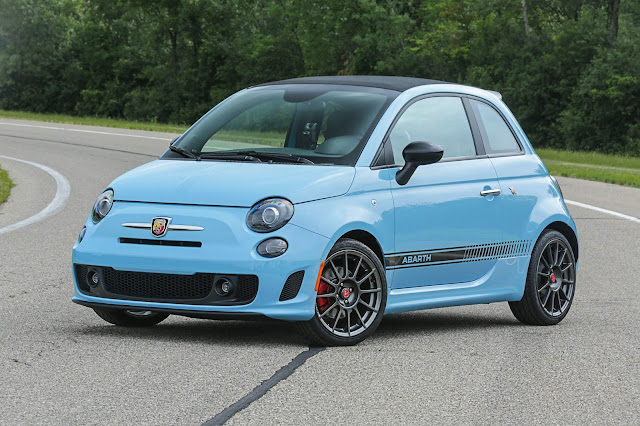 Front 3/4 view of 2016 Fiat 500 Abarth