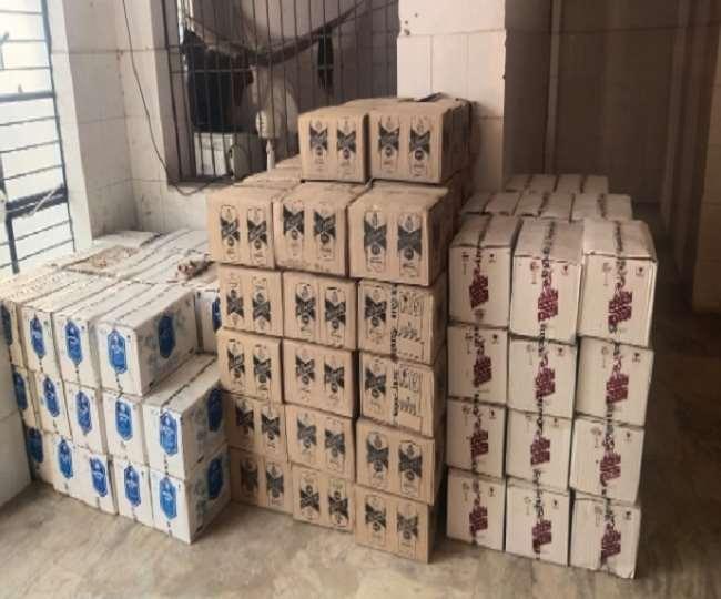 Bihar News: छठ के दौरान ट्रक से विदेशी शराब की 3072 बोतलें बरामद