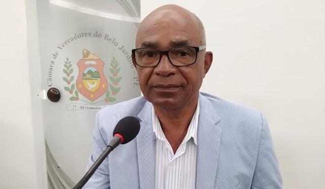 Vereador Claudemir Paulino solicita ao prefeito do município a contratação ou parceria com médicos oftalmologistas e óticas para a doação de óculos a população carente