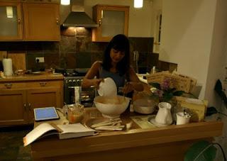 Chatu baking cakes