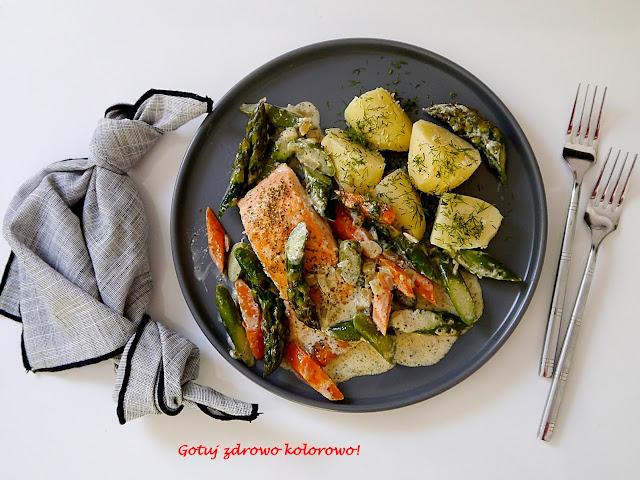 Łosoś w kremowym sosie ze szparagami i marchewką - Czytaj więcej »