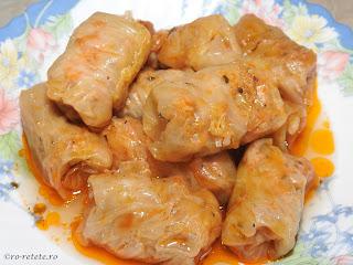 Sarmale de porc in foi de varza reteta mancare traditionala romaneasca de Craciun si Pasti,