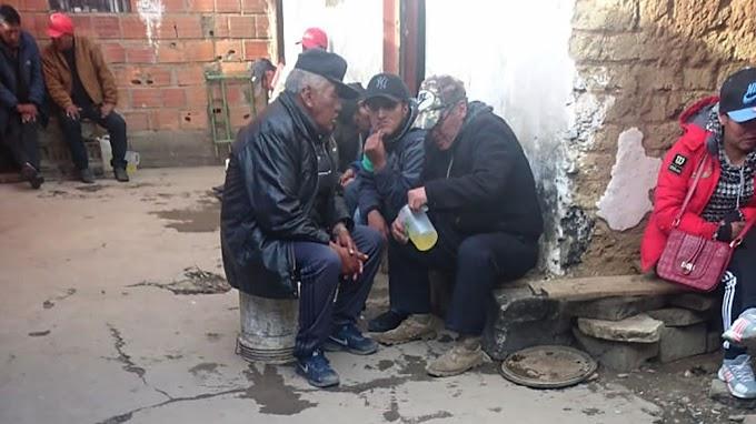 """""""Cementerio de elefantes"""", un """"mundo"""" que atrapa a muchas personas en El Alto"""
