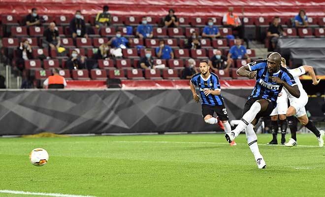 """Bi kịch Lukaku: San bằng thành tích Ronaldo """"béo"""", đá phản làm Inter mất cúp 2"""