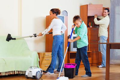 Ejercitate limpiando en pareja