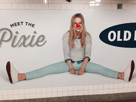 Tumbler Tipp : Adbusting in New York City - Red Nose bombing on Ads ( 3 Bilder )