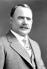 De Harris Ewing - Esta imagen está disponible en la División de Impresiones y Fotografías de la Biblioteca del Congreso de los Estados Unidos bajo el código digital hec.18978. Dominio público, https://commons.wikimedia.org/w/index.php?curid=12144286