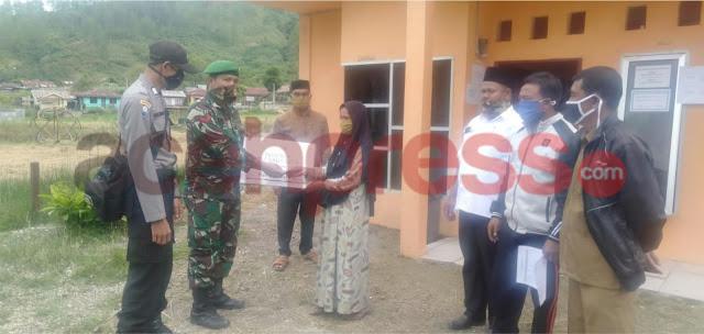 Di Tengah Pandemi Covid,Babinsa 01/Kota Kodim 0106 Tetap Dampingi Penyerahan dana BLT Desa Kenawat