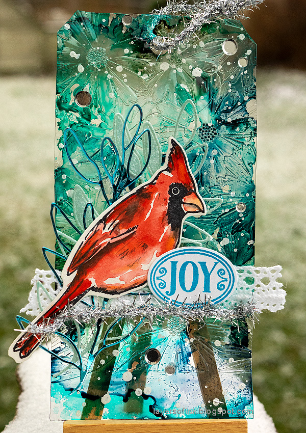 Layers of ink - Watercolor Cardinal Tag Tutorial by Anna-Karin Evaldsson.