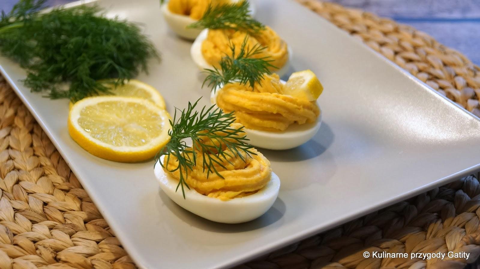 jajka-z-pasta-na-polmisku