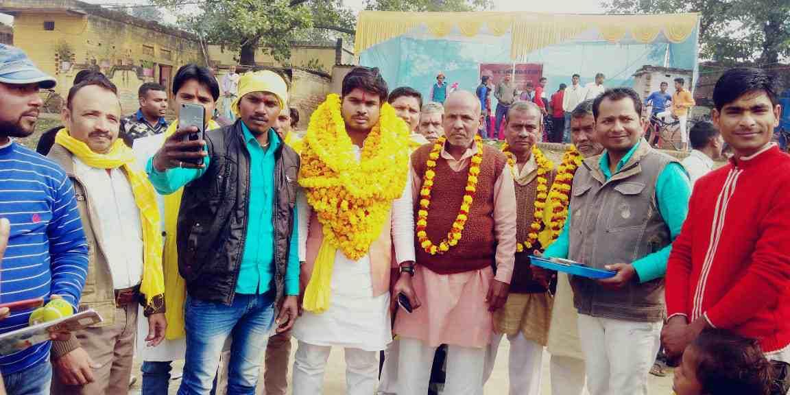 Siddharth%2BRajbhar%2Bcricket%2B4 सिद्धार्थ राजभर ने खालीसपुर में आयोजित क्रिकेट टूर्नामेंट का उद्घाटन किया।