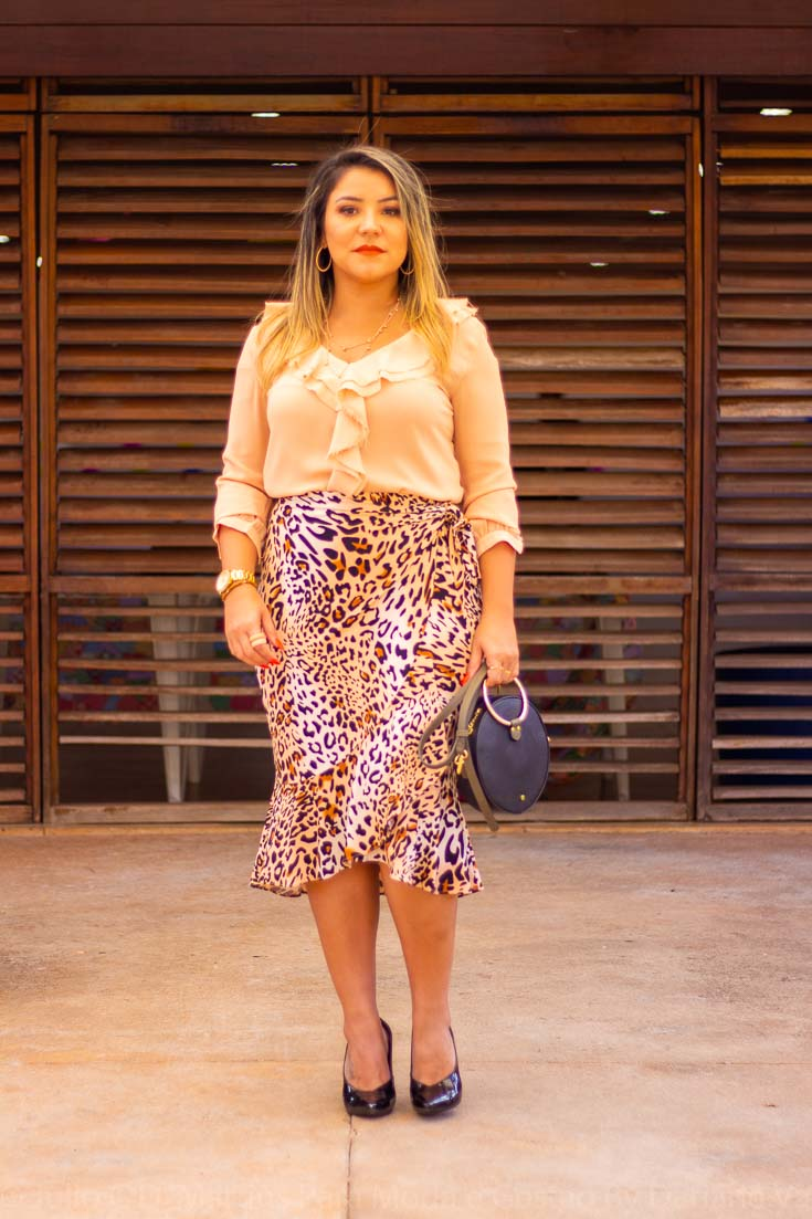 Look do dia: saia animal print e camisa de babados