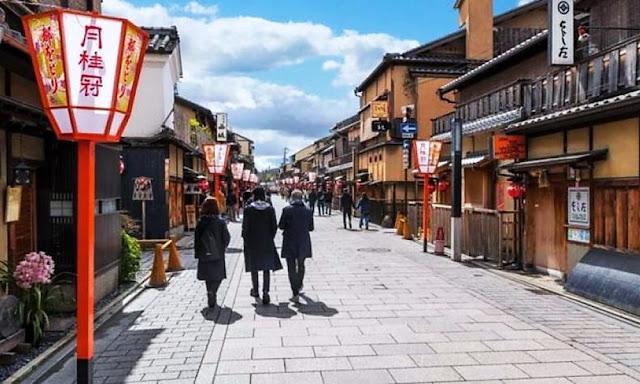 Japón es un país extremadamente limpio pese a que tiene papeleras y barrenderos