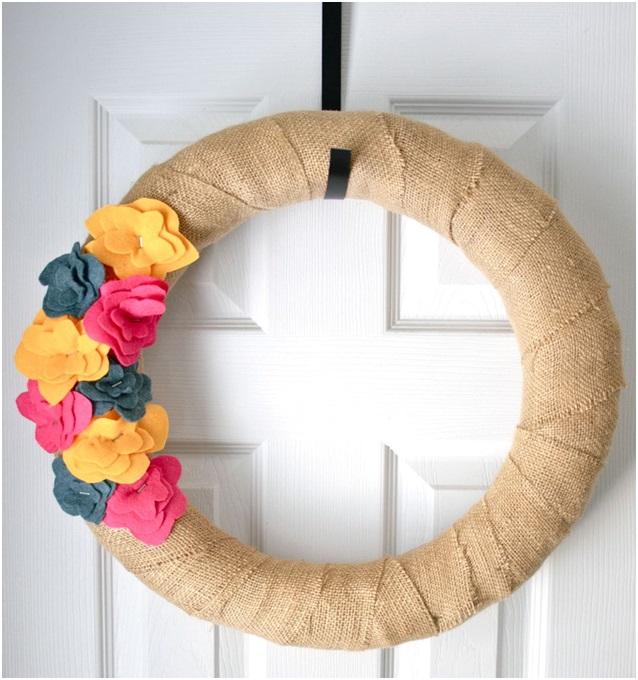 El Yapımı Çiçekli Kapı Süsü