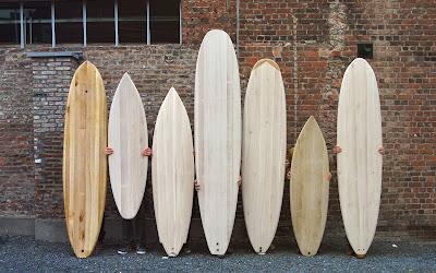 Verschillende houten surfplanken workshop